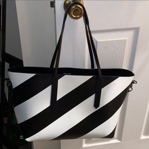 OFF-WHITE Medium Reversible Diagonal Stripe Tote